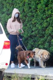 Aubrey Plaza Wearing Comfy Sweats 04/18/2021
