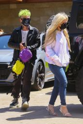 Avril Lavigne - Out in Malibu 04/16/2021
