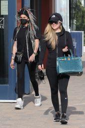 Avril Lavigne - Shopping in Malibu 04/06/2021