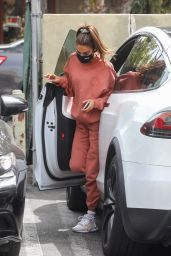 Chantel Jeffries in Comfy Outfit 04/14/2021