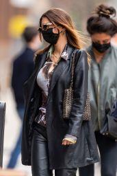 Emily Ratajkowski Street Fashion - Bar Pitti in NYC 04/18/2021