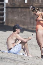 Florence Pugh - Beach in Malibu 04/07/2021