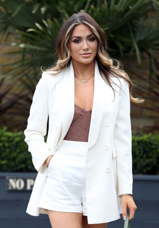 """Frankie Sims – """"The Only Way is Essex"""" TV Show Filming in Essex 04/11/2021"""
