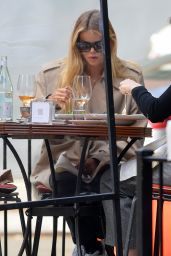 Frida Aasen - Having Lunch in NYC 04/27/2021