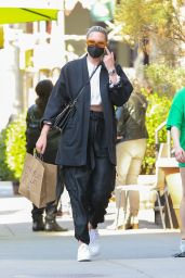 Georgina Burke Wears a Monochrome Outfit - Shopping at Bloomingdale