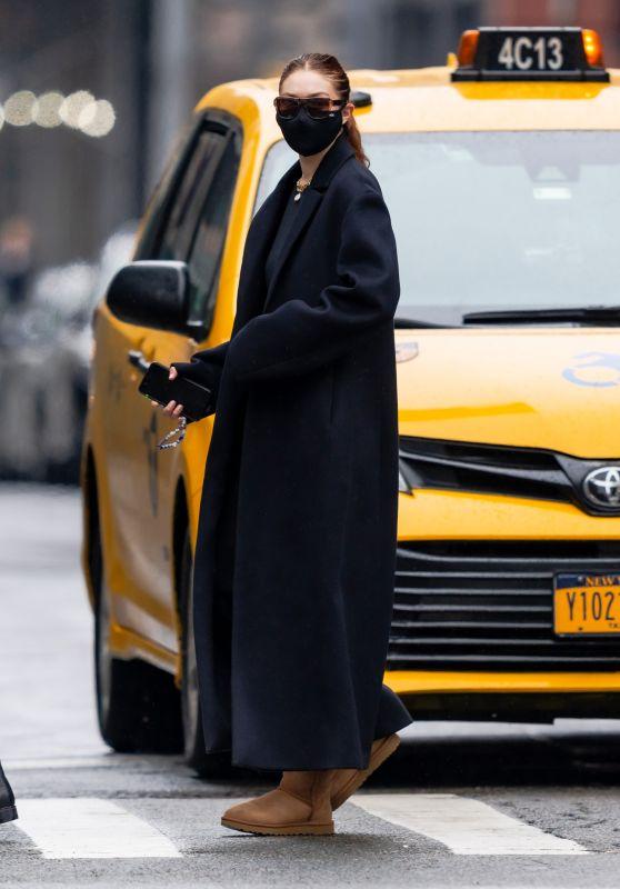 Gigi Hadid at Mercer Kitchen in New York 04/11/2021