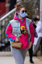 Gigi Hadid in Casual Outfit in New York City 04/20/2021