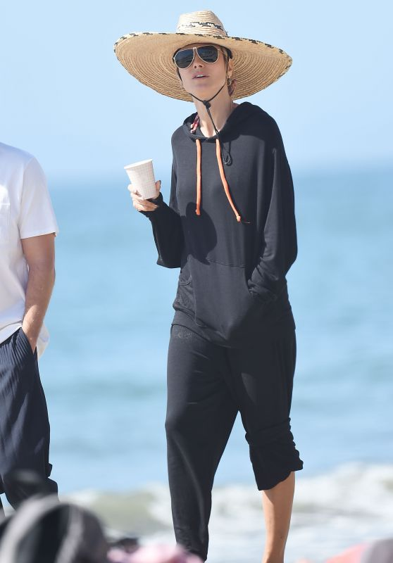 Heidi Klum on the Beach in Los Angeles 04/08/2021
