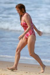 Isla Fisher in a Swimsuit on the Beach in Sydney 04/11/2021