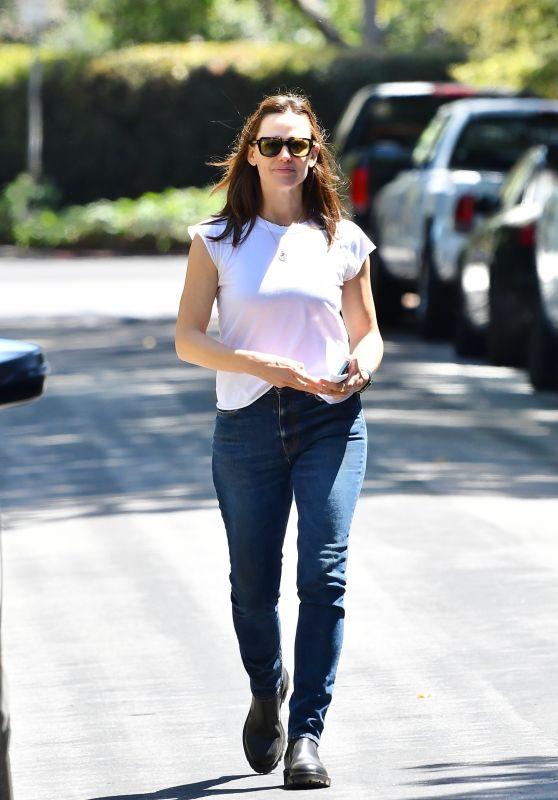Jennifer Garner - Ouot in Brentwood 04/27/2021