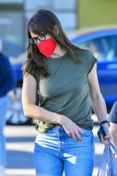 Jennifer Garner - Out in Santa Monica 03/31/2021