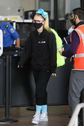 JoJo Siwa in Travel Outfit - Airport in Los Angeles 04/15/2021