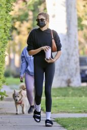 Kaia Gerber in Gym Ready Outfut - West Hollywood 04/01/2021