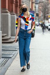 Karlie Kloss Street Style - Out in NYC 04/09/2021