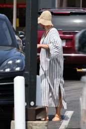 Katy Perry - Shopping in Montecito 04/17/2021