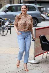 Kelly Brook in a Floral-Patterned Blouse and Denim Jeans 04/29/2021