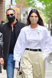 Kendall Jenner Street Style - New York 04/27/2021