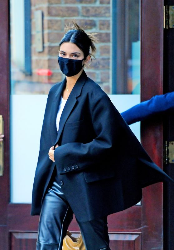 Kendall Jenner Street Style - NYC 04/26/2021