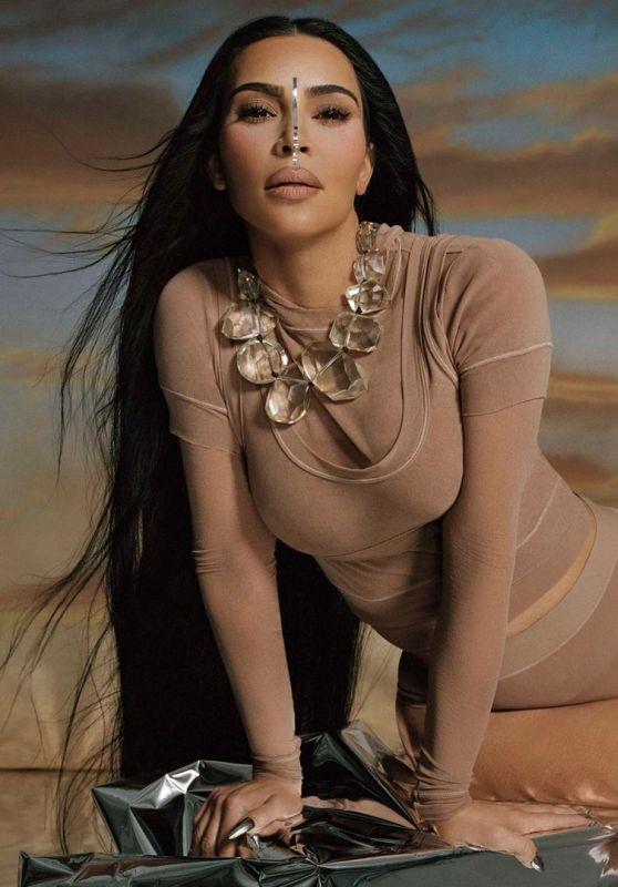 Kim Kardashian Outfit 04/20/2021