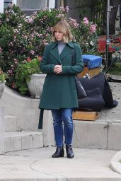 """Kristen Bell - """"The Woman In The House"""" Set in Los Angeles 04/13/2021"""