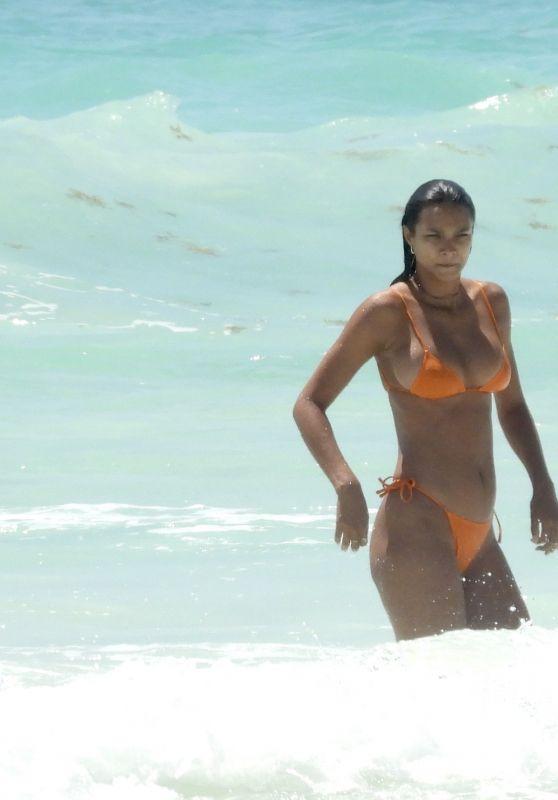 Lais Ribeiro on Vacation in Tulum 03/29/2021