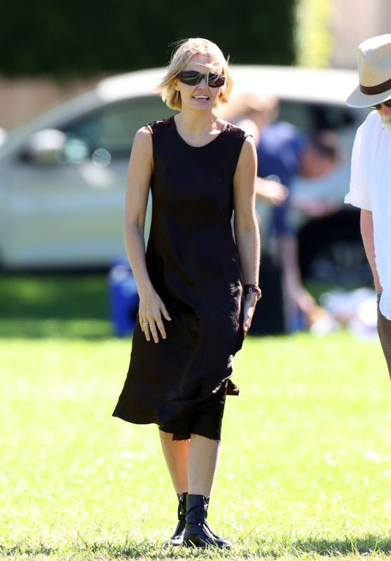 Lara Bingle at the Park in Sydney 04/06/2021