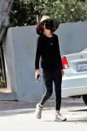 Lisa Rinna - Out in Los Angeles 04/12/2021