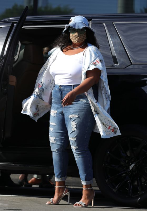 Lizzo - Leaving Catch LA in Los Angeles 04/04/2021