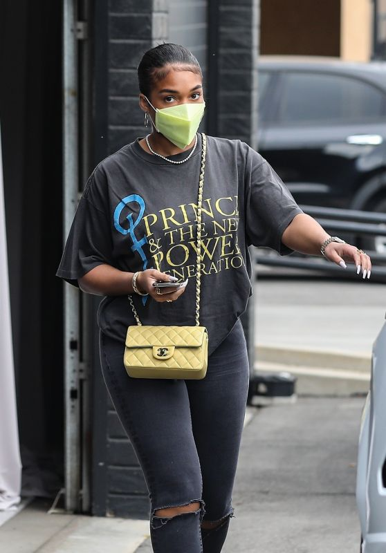 Lori Harvey - Shopping for Jewelry in Beverly Hills 04/01/2021
