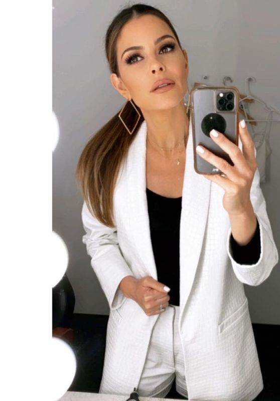 Maria Menounos Outfit 04/14/2021