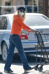 Meg Ryan - Grocery Shopping in Santa Barbara 04/06/2021