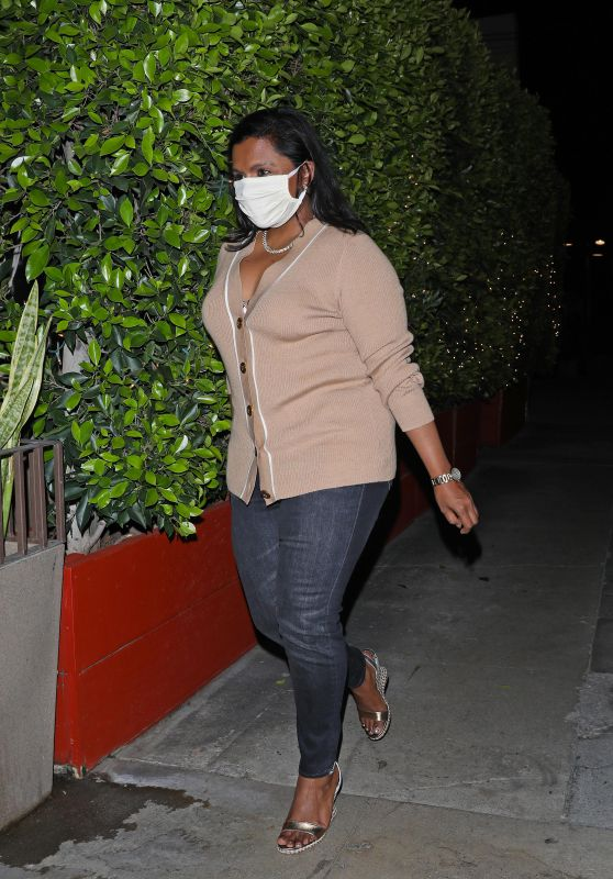 Mindy Kaling - Giorgio Baldi in Santa Monica 04/02/2021