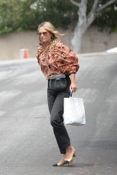 Molly Sims - Out in Los Angeles 04/12/2021