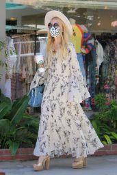 Rachel Zoe - Shopping at the Malibu Country Mart 04/10/2021