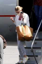Reese Witherspoon - Arrives in Los Angeles 04/06/2021