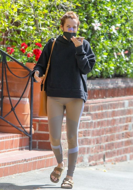 Riley Keough Chats On Her Phone - Beverly Hills 04/15/2021