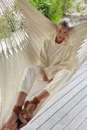 Rosie Huntington-Whiteley Outfit 04/07/2021