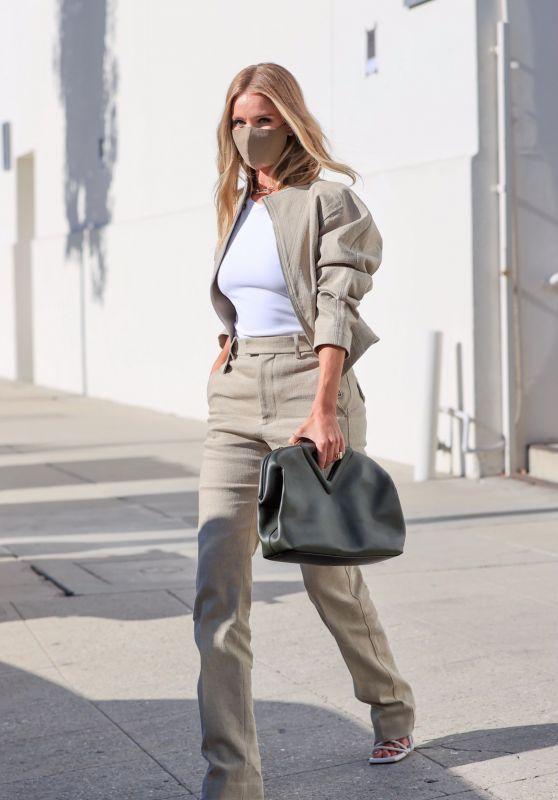 Rosie Huntington-Whiteley Street Fashion 04/28/2021