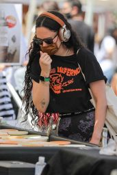 Rumer Willis - Shopping at the Farmers Market in West Hollywood 04/18/2021
