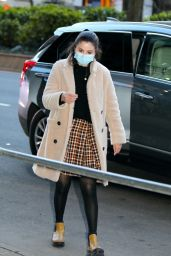 """Selena Gomez - """"Only Murders in The Building"""" Filming Set in NYC 03/31/2021"""