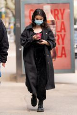"Selena Gomez - ""Only Murders in The Building"" Set in NYC 04/09/2021"