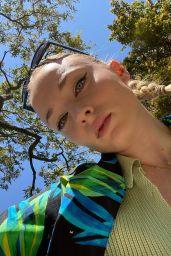 Sophie Turner 04/14/2021