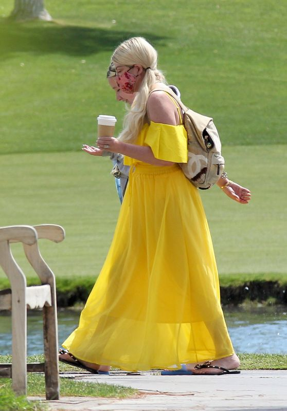 Tori Spelling - Vacations in Palm Springs 04/10/2021
