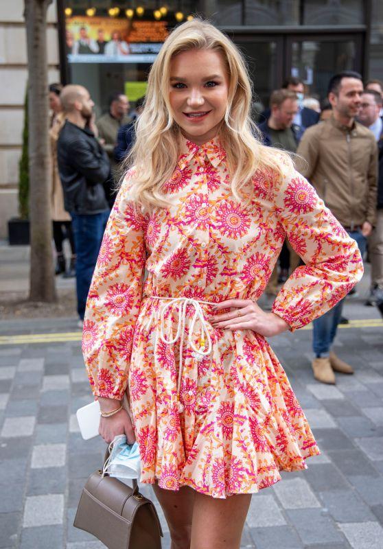 """Abbie Quinnen - """"Here Come The Boys"""" Press Night in London"""