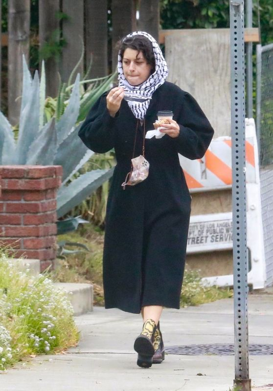 Alia Shawkat - Out in Los Feliz 05/16/2021