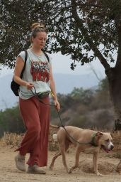 Alicia Silverstone - Hiking in Hollywood Hills 05/16/2021