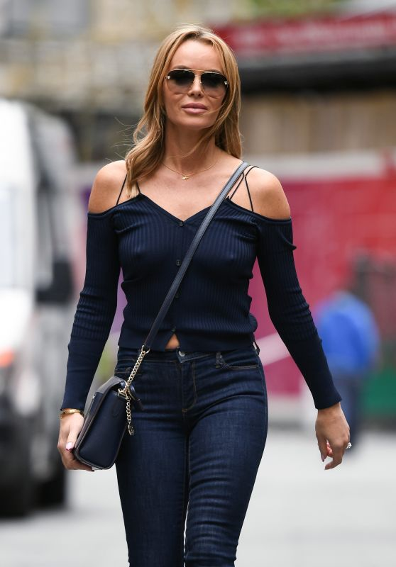 Amanda Holden in a Midriff-Baring Top and Skinny Jeans 05/21/2021