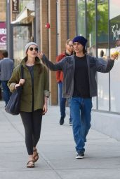 """Anne Hathaway and Jared Leto - Apple TV Show """"WeCrashed"""" Filming Set in New York City 05/25/2021"""