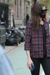 """Anne Hathaway - """"We Work"""" Set in New York 05/11/2021"""