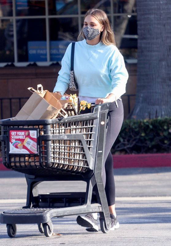 April Love Geary - Shopping at Ralph's in Malibu 05/07/2021